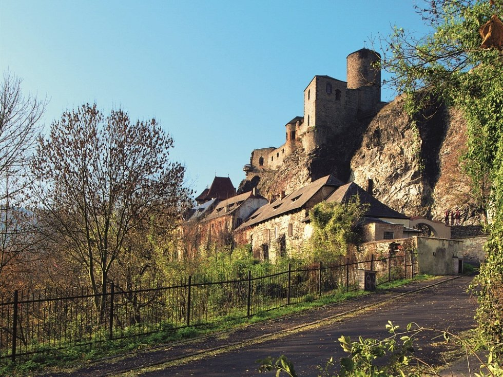 Pohled na hrad Střekov.