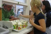 Odborník na zeleninu vařil dětem v Brné.