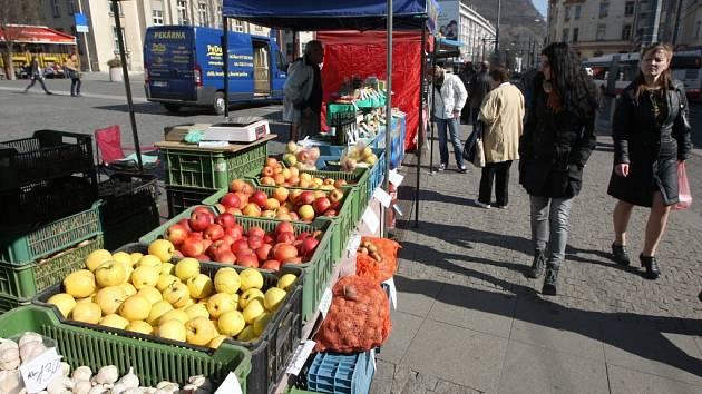 Farmářské trhy na Mírovém náměstí.