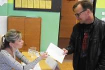 ALEXANDR SOKOLOV volil v ústecké Základní škole Na vyhlídce.