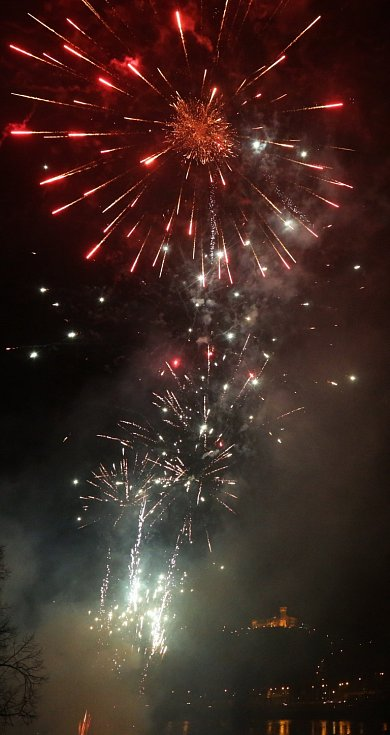 Novoroční ohňostroj v Ústí nad Labem.