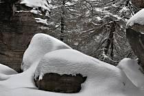 Skalní město pod sněhem má své kouzlo