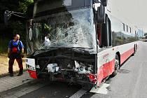 Tragická nehoda osobního vozu a trolejbusu v Ústí nad Labem