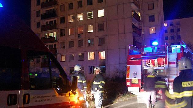 Požár panelového domu v Krásném Březně.