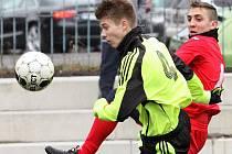 Fotbalisté Ústí (červení) porazili v přípravě Lovosice 5:1.