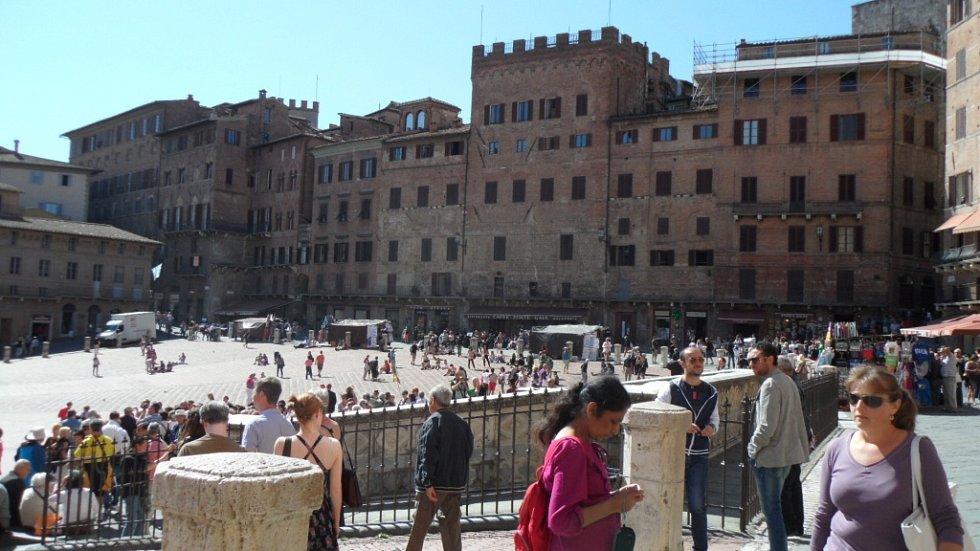 Toskánsko (italsky Toscana) je region ve střední Itálii o deseti provinciích. Žije zde asi 3,5 milionu obyvatel a mezi nejvyhlášenější města patří samozřejmě turistům dobře známá Florencie (italsky Firenze), Pisa, Siena či Lucca a Arezzo.
