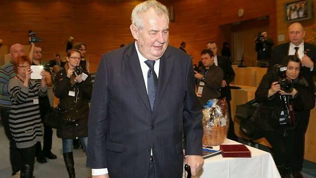 Miloš Zeman terčem objektivů.
