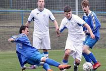 Chlumec (bílí) remizoval s Březinami (modří) 3:3, na penalty pak zvítězili hosté z Březin. I. B třída 2018/2019