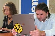 Manažer Ústeckých Lvů Robert Kysela při on-line rozhovoru v redakci Deníku. Sám nepsal, diktoval své odpovědi webeditorce Monice Gondové.