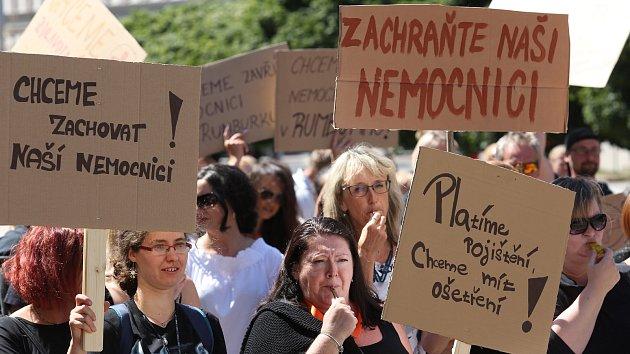 Demonstrace proti zrušení nemocnice v Rumburku