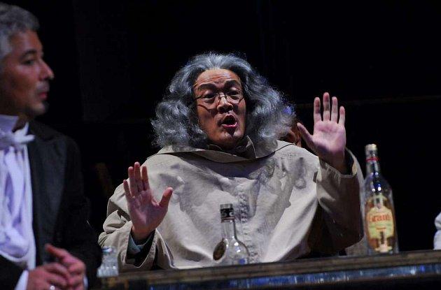 Čínský pěvec Weilong Tao je nominován na Ceny Thálie 2008.