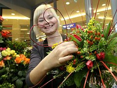 Někteří upřednostňují zdobenou vazbu, jakou ukazuje Romana Volfová, jiní volí jednoduchou květinu.