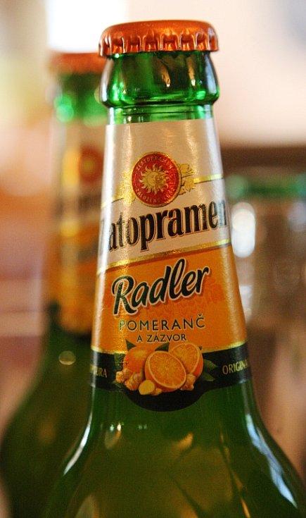 O tom, jak chutná ovocný Zlatopramen Radler s příchutí citron, případně pomeranč se zázvorem, se včera mohli přesvědčit hosté během slavnostní ochutnávky na Panství Velichov.