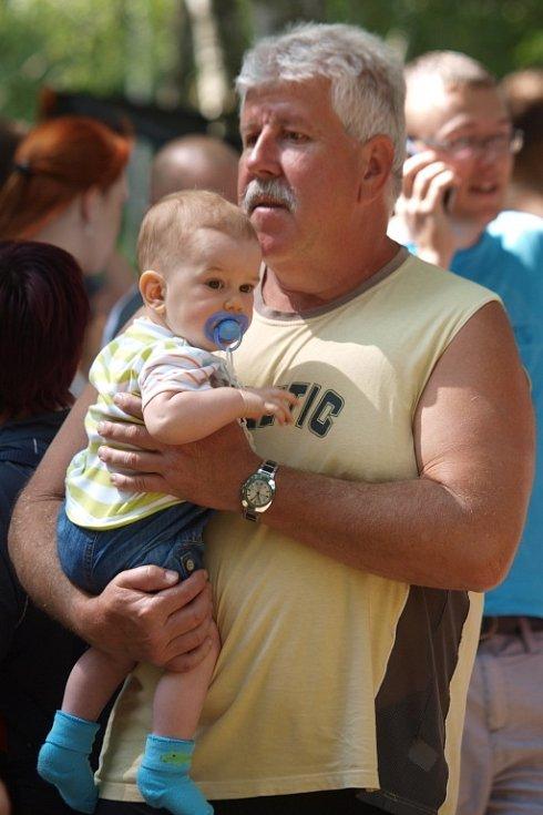 Varvažovský zatopený důl přivítal 25 pětičlenných týmů, přísná porota měla těžkou práci.