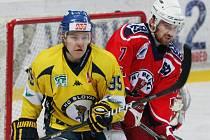 Ústečtí hokejisté (žlutí) doma porazili Havlíčkův Brod 4:2.
