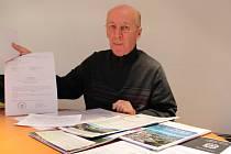 Doslova boj s větrnými mlýny zažívá už 13 let Miloslav Holubec.