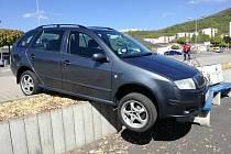 Řidička zřejmě špatně zajistila své auto.