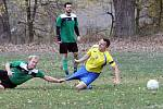 Fotbalisté Vaňova (ve žlutomodrém) zvítězili i v Sebuzíně 4:1 a drží pozici lídra. Foto: Deník/Rudolf Hoffmann