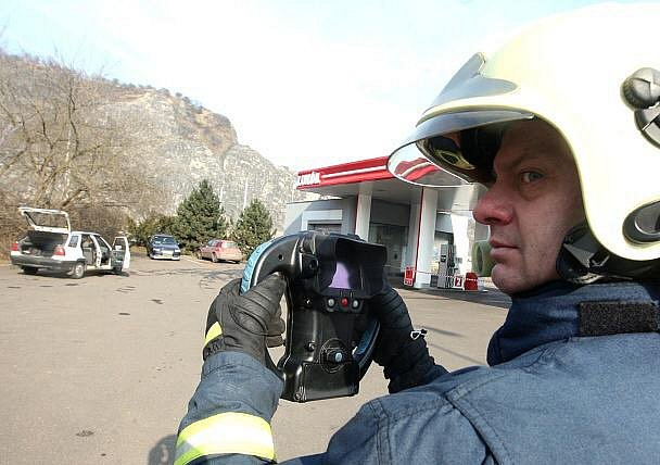 U úniku plynu z nádrže osobního automobilu Škoda Felicie combi u čerpací stanice na Střekově zasahovala přivolaná jednotka profesionálních hasičů z Ústí nad Labem.