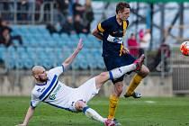 Ústečtí fotbalisté (bílí) prohráli v Opavě 1:2.