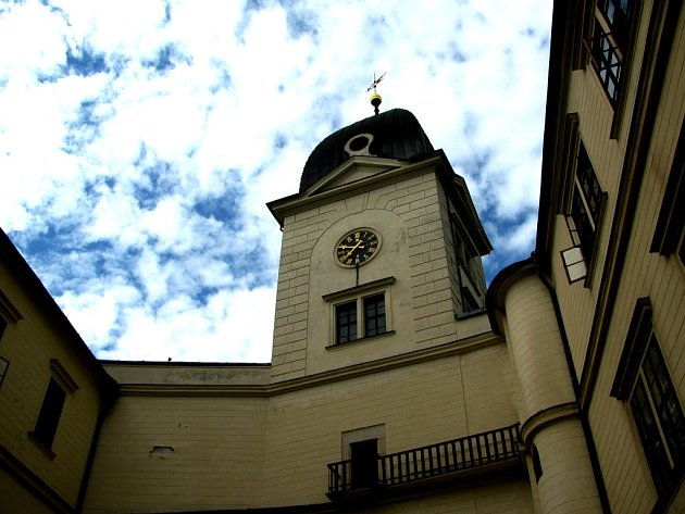 Strážní věž při pohledu z nádvoří.