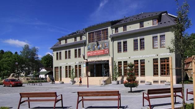 Dům Českého Švýcarska v Krásné Lípě, ve kterém se uskuteční v sobotu 8. června v rámci oslav 125 let Klubu českých turistů Turistický miniveletrh.