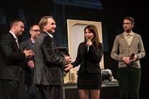 Už deset let Lukáš Hejlík představuje Česku kvalitní literaturu. Teď jede turné republikou s bestsellerem Inferno od Dana Browna.