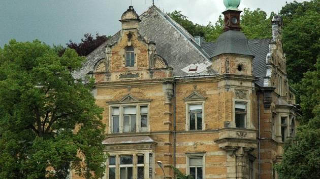 Podle vyjádření ústecké firmy AEC Novák se připravuje dlouhodobě koncepce, podle které potom naráz vilu z konce 19. století opraví.