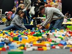 Veletrh her láká nejen děti.