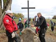 Kříž v Petrovicích znovu stojí.
