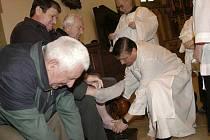 Katolická tradice: mytí nohou