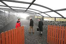Trmický stavební úřad kontroloval, zda Patrik Oulický používá načerno postavené stavby, jako bazén a tenisový kurt