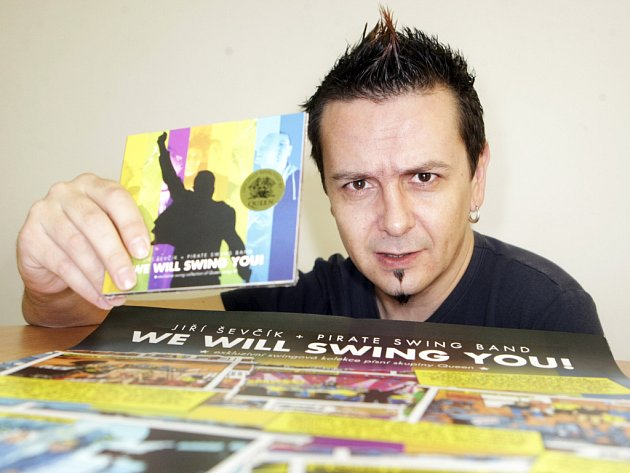 Jiří Ševčík a nové CD hudby Queen.