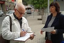 Jan Ševčík je prvním člověkem, který se podepsal na petiční arch požadující vyhlášení krajského referenda.