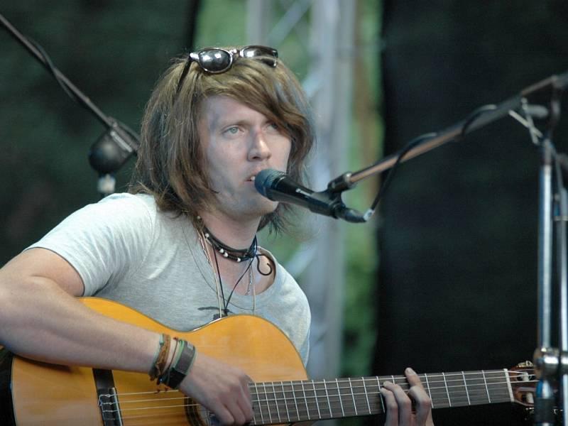 Folkový zpěvák Michal Récky.