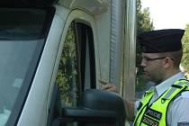 Policejní akce u Chlumce byla zaměřená na nelegální přepravu běženců.