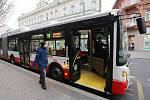 Ústecký dopravní podnik nakoupil celkem pět nových kloubových autobusů Iveco Urbanway. Nyní jezdí zejména na lince číslo 11 do Všebořic, Chlumce a Přestanova. Do autobusu se vejde celkem 129 cestujících.