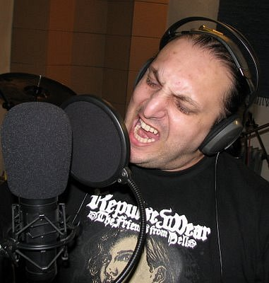 Toxic People v nahrávacím studiu.