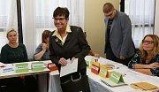 Předsedkyně Českého statistického úřadu Iva Ritschelová u voleb v centru Ústí