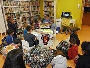 Strážníci prevence kriminality a dopravní výchovy Městské policie Ústí nad Labem přednášeli malým čtenářům v Severočeské vědecké knihovně.