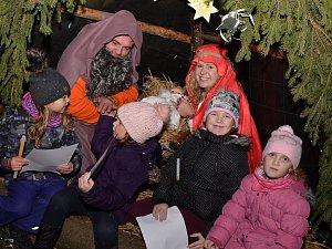 Rozsvícení vánočního stromu v Újezdu.