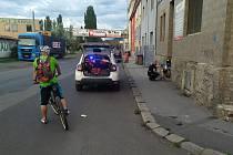 Cyklista pod vlivem alkoholu srazil v Předlicích chodce a chtěl ujet.