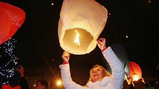 Pouštění lampionů z Lidického náměstí