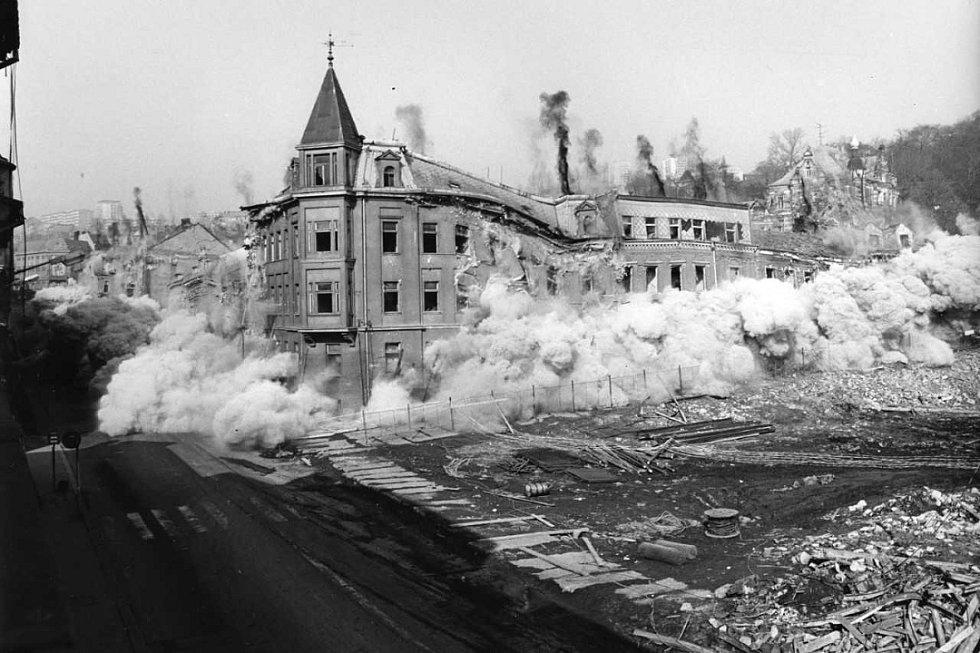 Devatenáct historických domů na ústecké Masarykově třídě vylétlo do povětří v jediný okamžik.