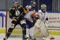 Hokejisté Slovanu si na ledě Litoměřic uřízli ostudu. V souboji dvou severočeských celků schytali v Kalich aréně debakl 2:8.