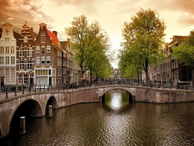 Amsterdam patří podle některých cestovatelů k nejkrásnějším evropským metropolím.