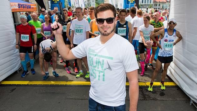 Gólman Philadelphie Flyers a ústecký rodák Michal Neuvirth startoval v Ústí běh RunTour na 10 km.