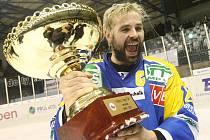 Ústečtí fanoušci se mohou v příští sezoně těšit i na kapitána týmu Jana Kloboučka, který ve Slovanu prodloužil smlouvu.
