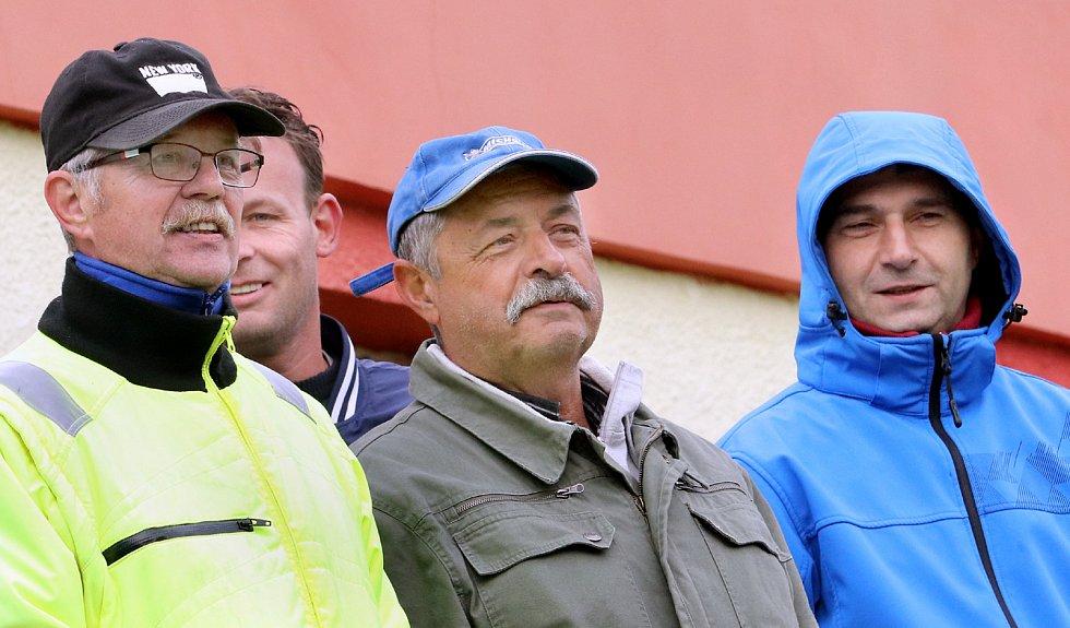 Fotbalisté Brné (černí) hráli s Horním Jiřetínem / Litvínovem (modročerní) v základní době nerozhodně 2:2, na penalty byli lepší hosté. KP Ústeckého kraje 24. kolo.