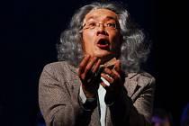 Čínský tenorista WeiLong Tao jako hostující umělec Severočeského divadla opery a baletu v Ústí nad Labem získal za titulní roli Hoffmana v opeře Hoffmanovy povídky v sobotu 28. března v Národním divadle v Praze.